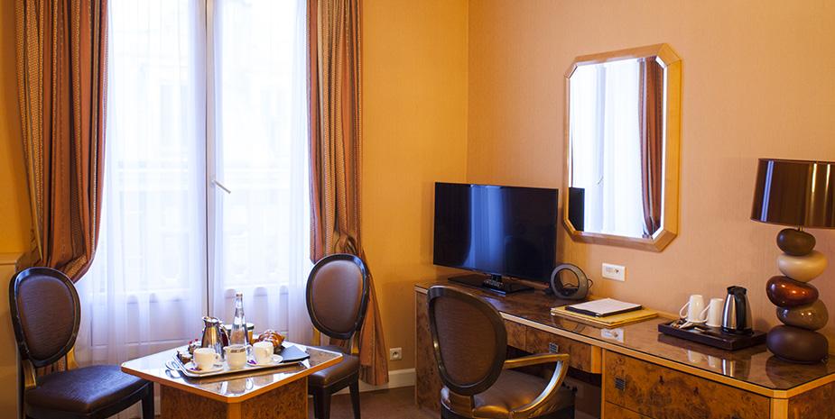 Triple Hotel Paris Champs Elys 233 Es Bienvenue H 244 Tel